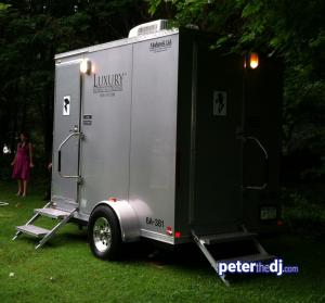 Outdoor weddings: Port-a-potty